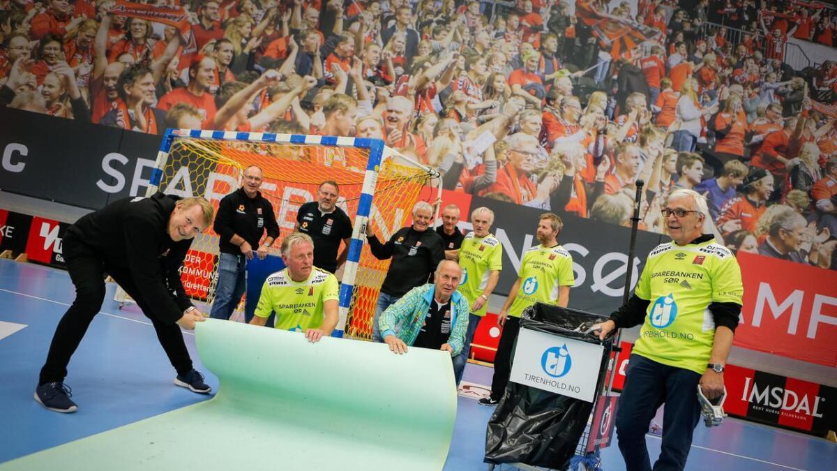 Knut Georg Kvifte (fra venstre), Frode Olsen, Øyvind Pedersen, Arnor Nilsen, Helge Parnemann, Øystein Kristiansen, Gaute Bjønnum, Jan Petter Sørensen, Bjørn Bratlie og Tore Knutsen.