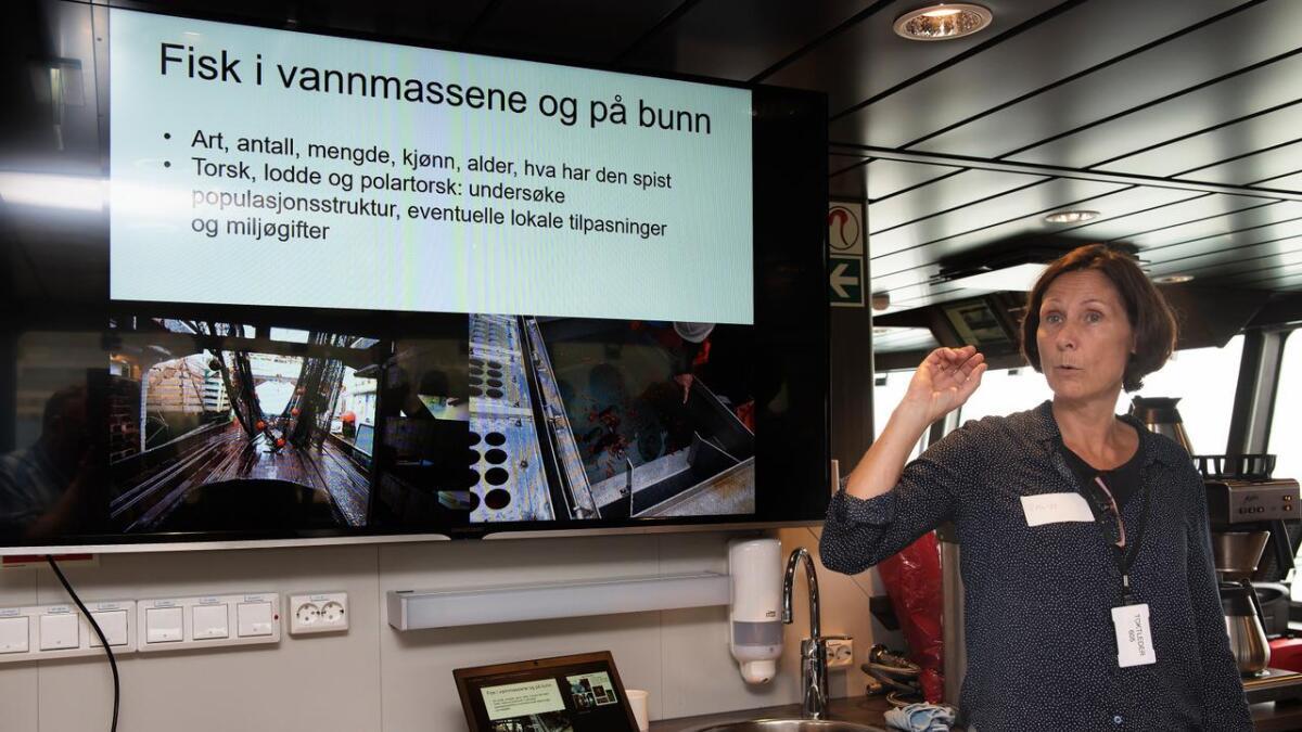 Toktleder Randi Ingvaldsen orienterer om planene for det første toktet med «Kronprins Haakon». (Begge