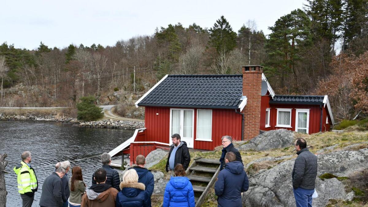 Det krever dispensasjon å bruksendre fra hytte til bolig i LNF-områder og hundremetersbeltet. Bygget på bildet har ingenting med saken å gjøre.ILLUSTRASJON