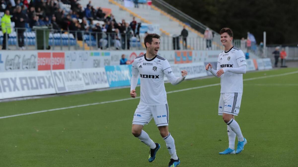 Jens Kristian Skogmo sendte Arendal Fotball i ledelsen med et fantastisk langskudd,.