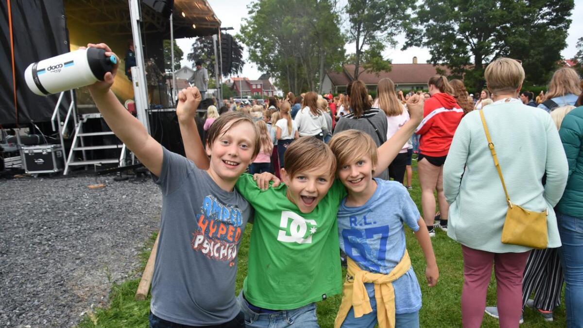 Birk Magnus Holthe Gundersen, Carl Christian Bjørke Henriksen og Christian Øvrebø Koch hadde det gøy på konsert.                           Det var Huset – Grimstads kreative ungdomsklubb som arrangerte, men konserten var gratis og åpen for alle.
