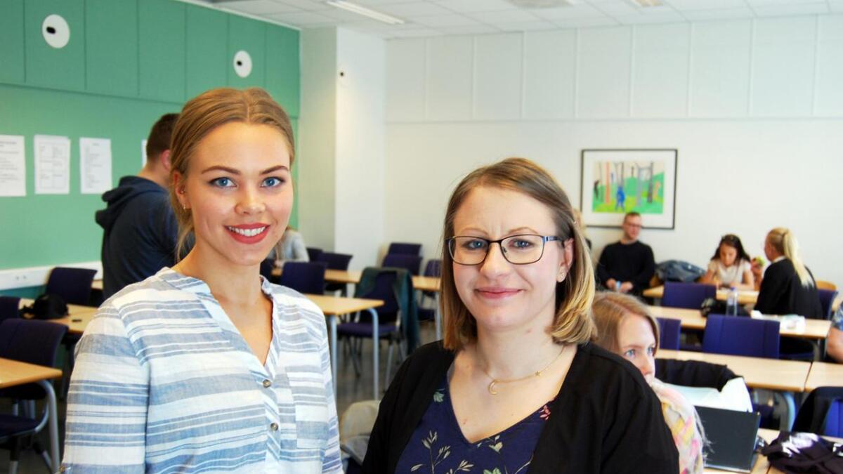 Linda Merethe Madsen Aspen (t.v.) og Solveig Vollstad, nyutdannede lektorer fra UIT Norges arktiske universitet i Tromsø. – Sortland imponerer og inspirerer, sier de.
