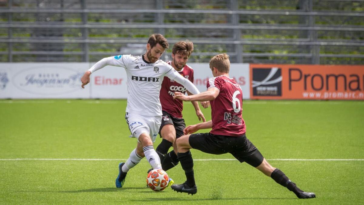 Arendal Fotball, her ved Jens Kristian Skogmo, har tapt sine tre siste kamper. Søndag ble det 0-2 borte mot Nardo. Bildet er fra 4-0-seieren til Arendal på Norac stadion 23. juni i år.