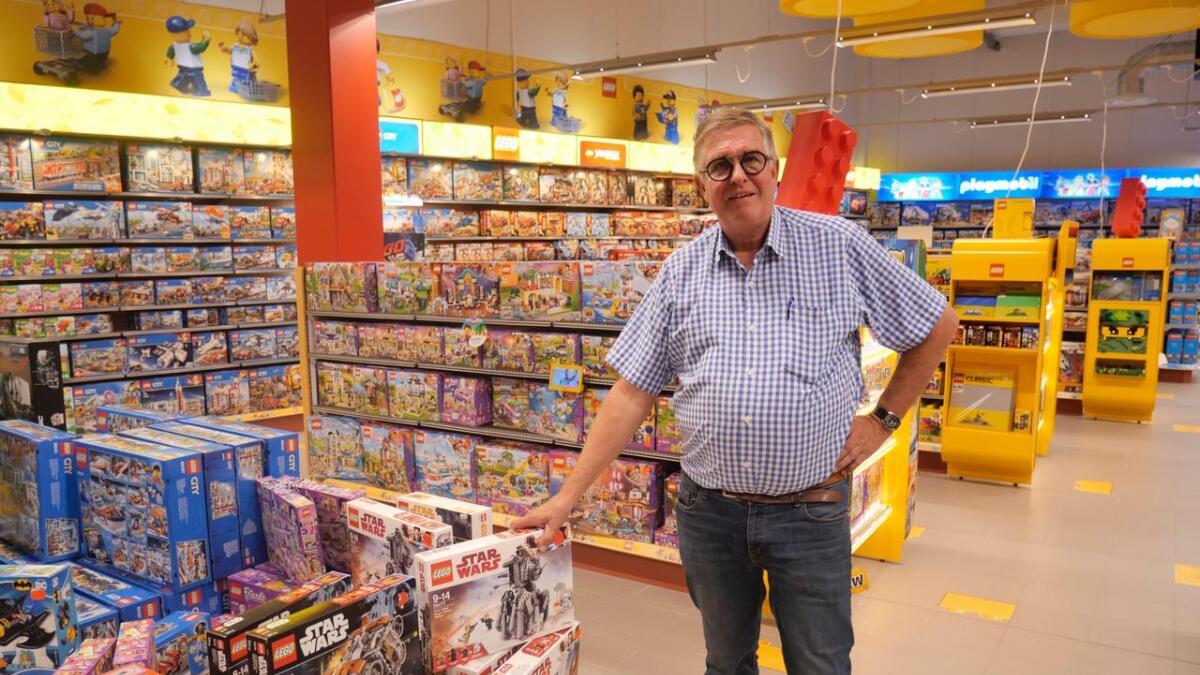 Torbjørn Skalleberg beholder lekebutikken på Stoa, og satser ytterligere på nett.