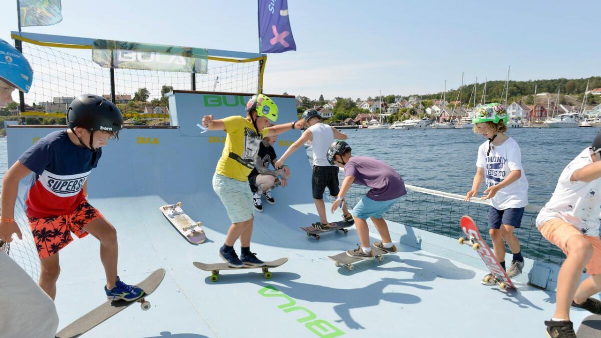 Deltakerne på skateskolen øvde blant annet på trikset «ollie», som er grunnbevegelsen til en rekke triks.