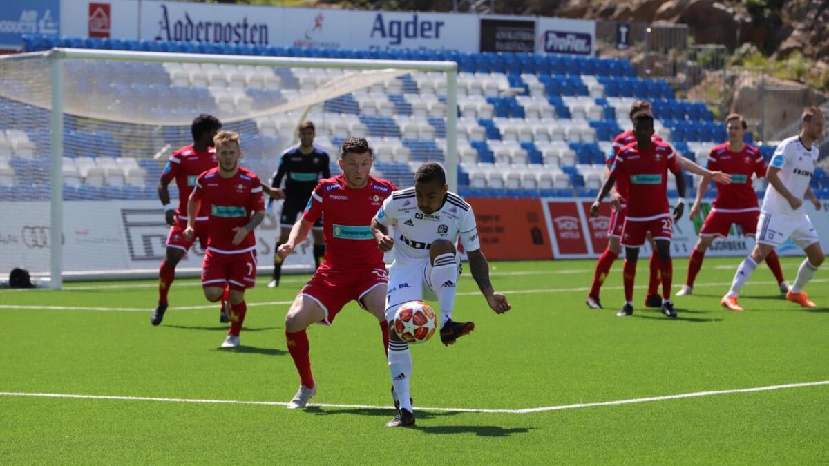 Ulrik Reinaldo Berglann og Arendal Fotball stod med fire strake seriekamper (3-1-0) uten tap før møtet med Levanger. Venstrevingen satte inn 1-0-scoringen  mot Levanger etter 57 minutter.