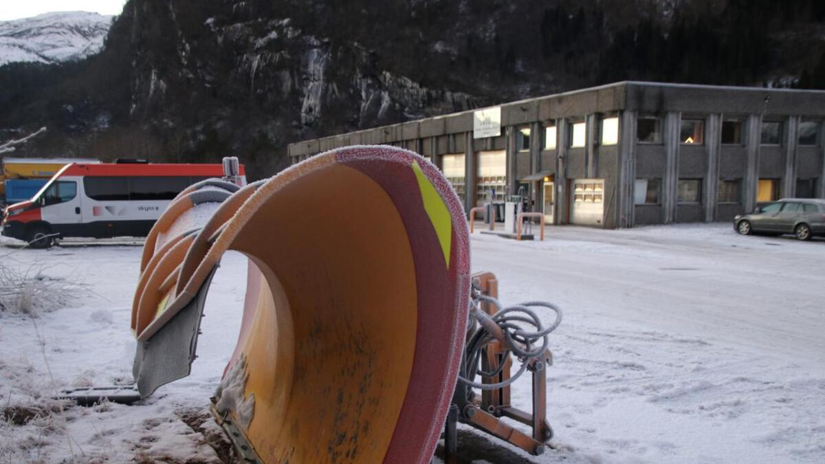 Det vert mindre salting og plogen skal brukast meir komande vinter både på E16 og fylkesvegane.
