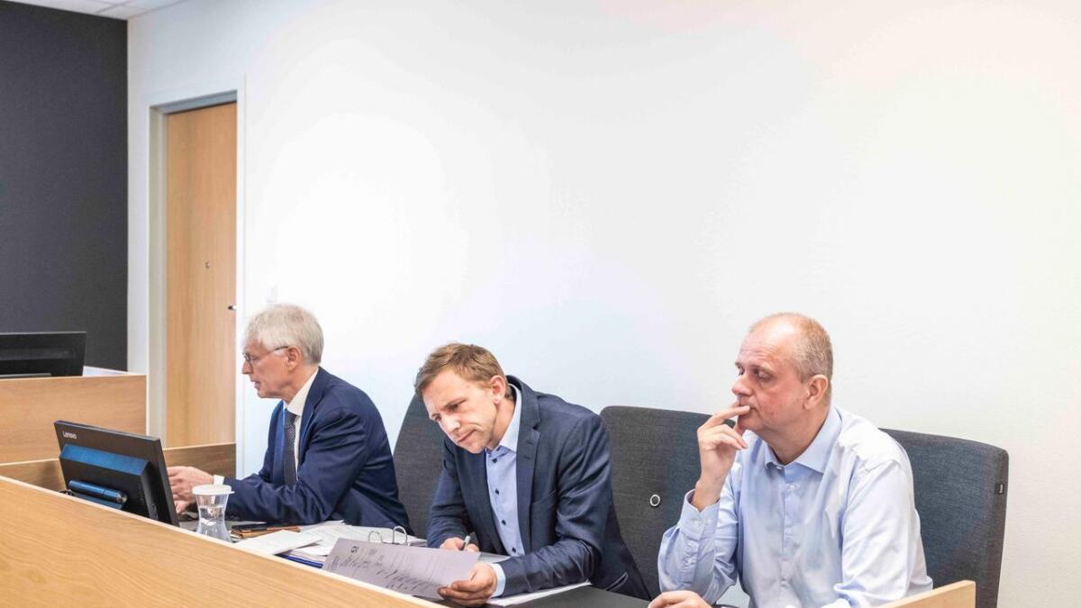 Fra venstre; advokat Johan Henrik Frøstrup, daglig leder i MSG Production Dag Jostein Klever og styremedlem Hans Olav Omtveit.