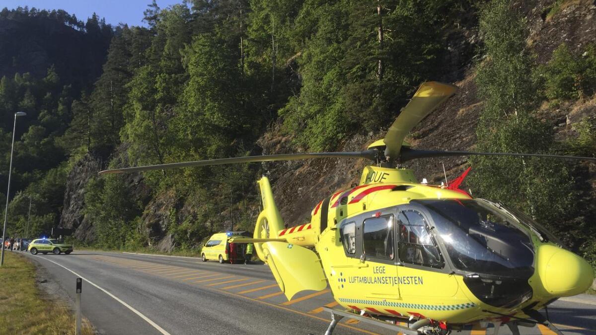 Eine personen er frakta til Voss sjukehus med ambulanse, den andre med luftambulanse til Haukeland.
