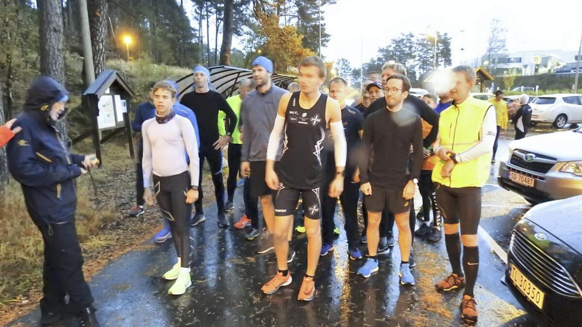 38 løparar stilte til start, og Lars Lunde (i midten framme) sette ny løyperekord på 15,02.