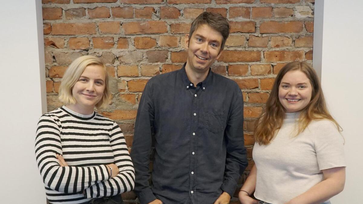 Redaktør Svein Olav B. Langåker og journalistane Andrea Rygg Nøttveit og Bente Kristin Rundereim Kjøllesdal er letta og glade over løyvinga til Framtida.no og Framtidajunior.no.