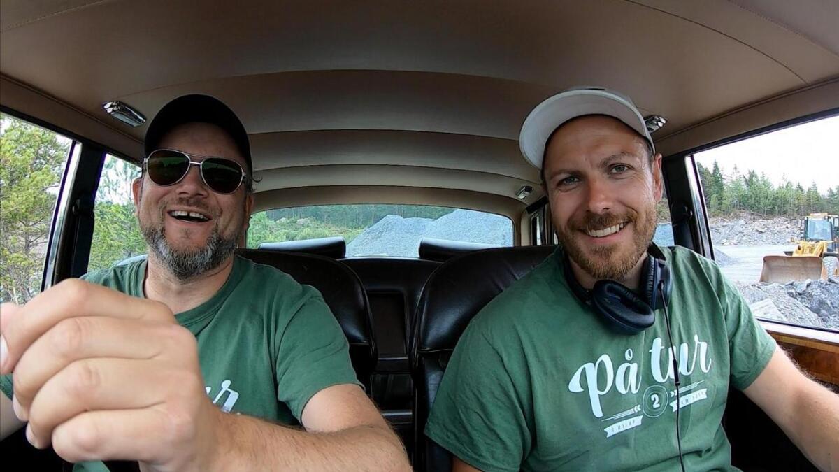 Ståle Eskeland (t.v.) og Marius Knutsen gler seg til å endeleg få visa fram sesong to av «På tur (i bilar med sjel)» på Sunnhordland.no.