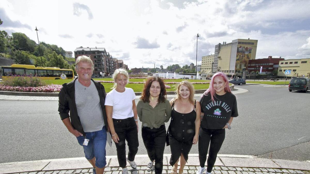 Rune Lifjell, Silje Honningdal, Cecilie Kollstrøm, Violeta Krosa og Linn Thomassen inviterer til ny matfest i Skien.