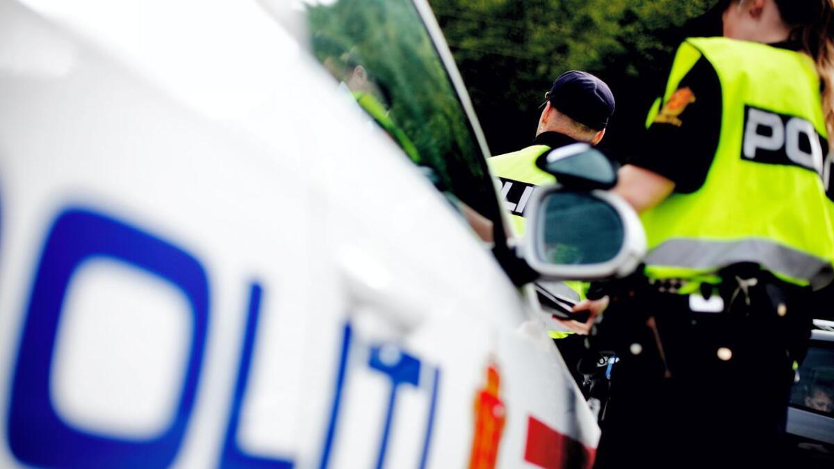 Politiet med trafikkontroll ved Vikastemmo.
