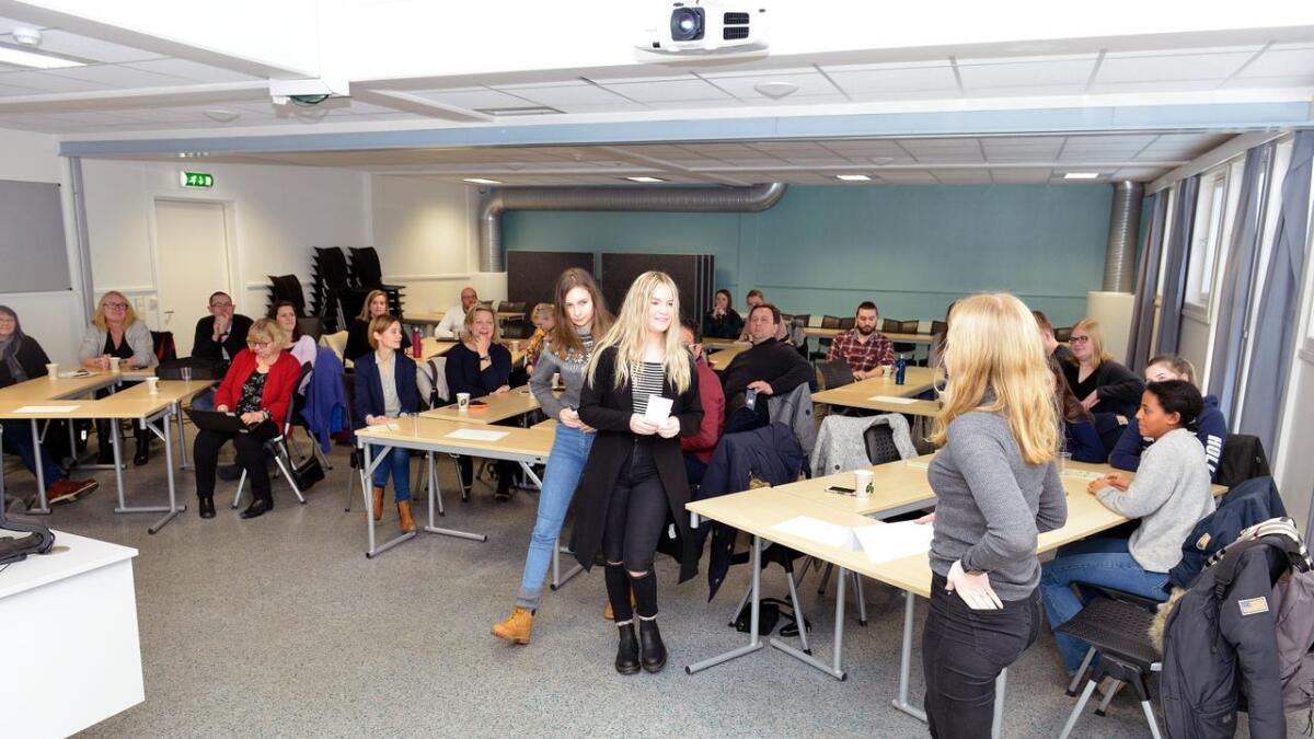 Emma Ruhcheva (f.v.), Kara Sol Halldorsdottir og Ragnhild Sofie Nygård fortalte om sine erfaringer med Erasmus-prosjektet til fremtidige lærere på UiA mandag.