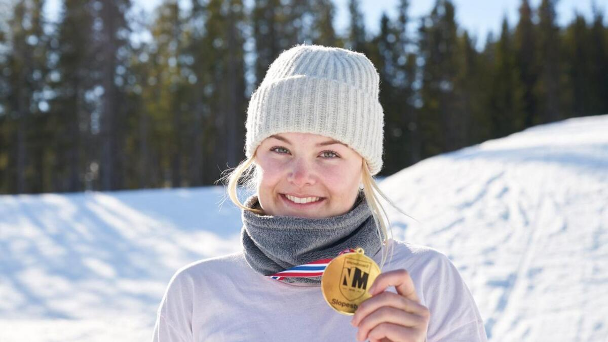 Stine Espeli Olsen vart noregsmeister i slopestyle for junior i vinter.