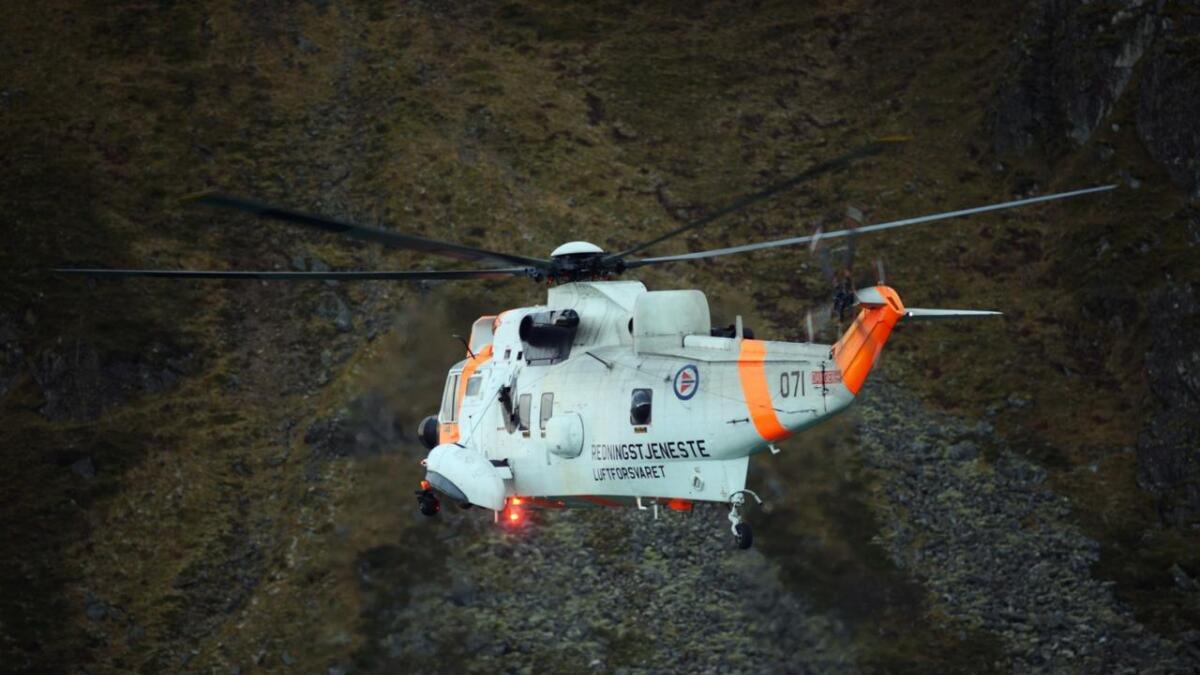 En skredtatt flys nå ned fra fjellet ved Trollfjordhytta.
