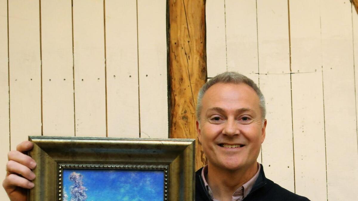 Siljankunstneren Tore Hogstvedt stilte ut i Agora Gallery i New York i 2006, det samme galleriet som Vibeke Lillefjære fra Skien nå har fått avtale med. Han fraråder henne å ha noe med galleriet å gjøre.