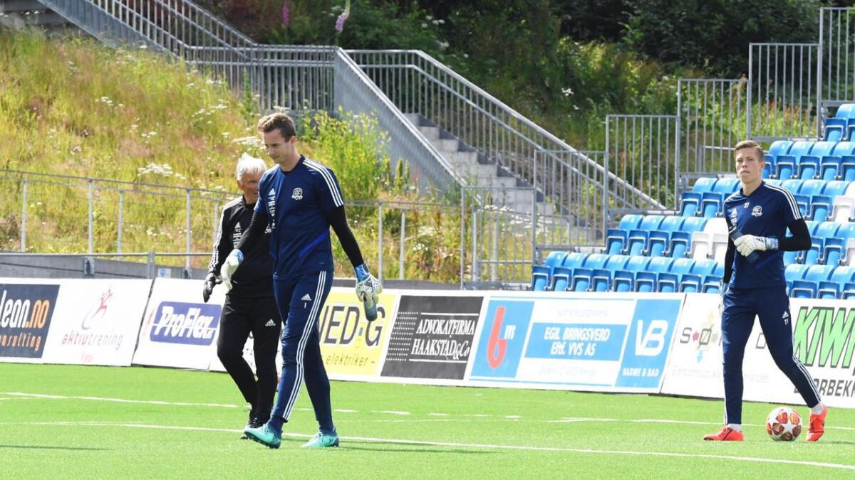Øyvind Knutsen og Leopold Wahlstedt jobber hardt på trening sammen med Erik Ruthford Pedersen.