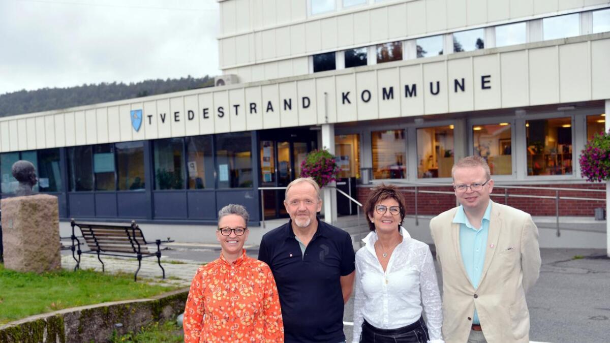 June Marcussen (V), Vidar Holmsen Engh (Ap), Marianne Landaas (H) og Yngve Werner Monrad (FrP), har funnet tonen og vil styre Tvedestrand sammen de neste fire årene.
