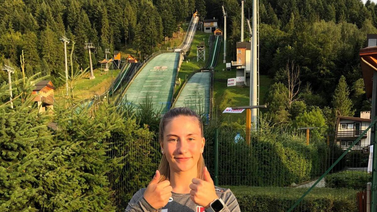Hopptalent Karoline Lauvsland fra Øvreø IL har vært mye på farten i sommer. Blant annet har hun hoppet i bakkene i Szczyrk i Polen, hvor dette bildet er tatt.  88