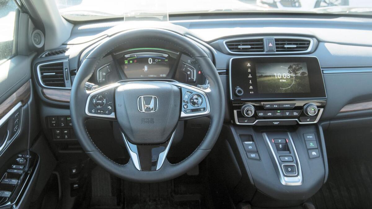 Inne i cockpit er det oversiktelig, med alt av funksjoner lett tilgjengelig.