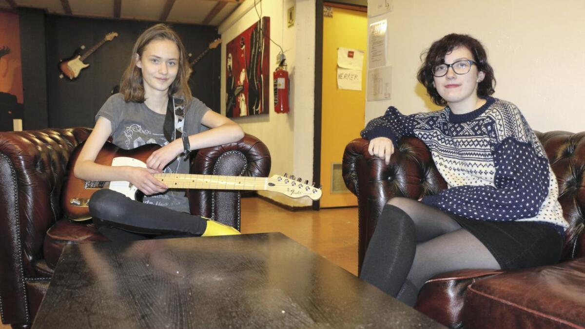 Frida Solhein og Lilly-Mae Grønvigh i UROF.