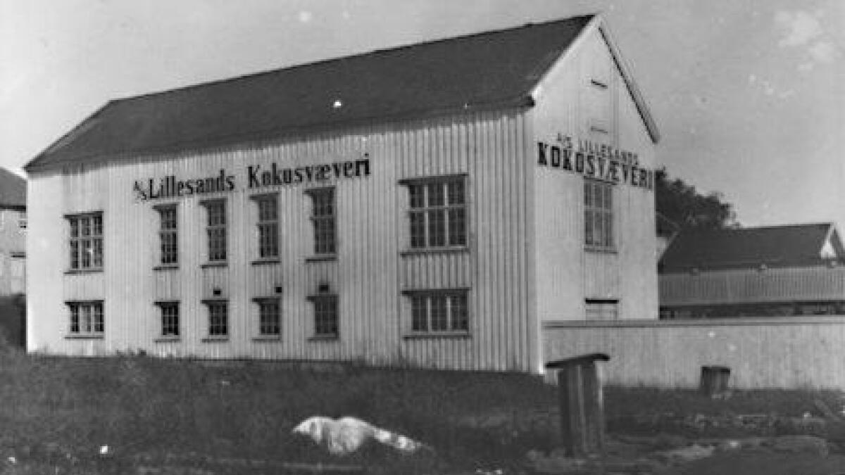 Bygningen lå der Denstads hus er i dag. Legg merke til dykalben i forgrunnen.