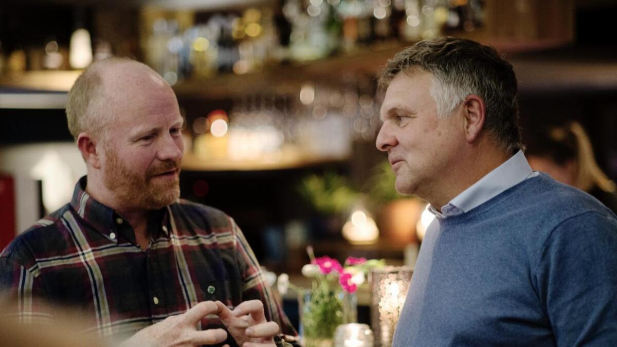 Pål Terje Rørby (Sp) og Andreas Smith-Erichsen (Høgre) under valvaka i Hemsedal måndagskvelden. Båe vil bli ordførar.
