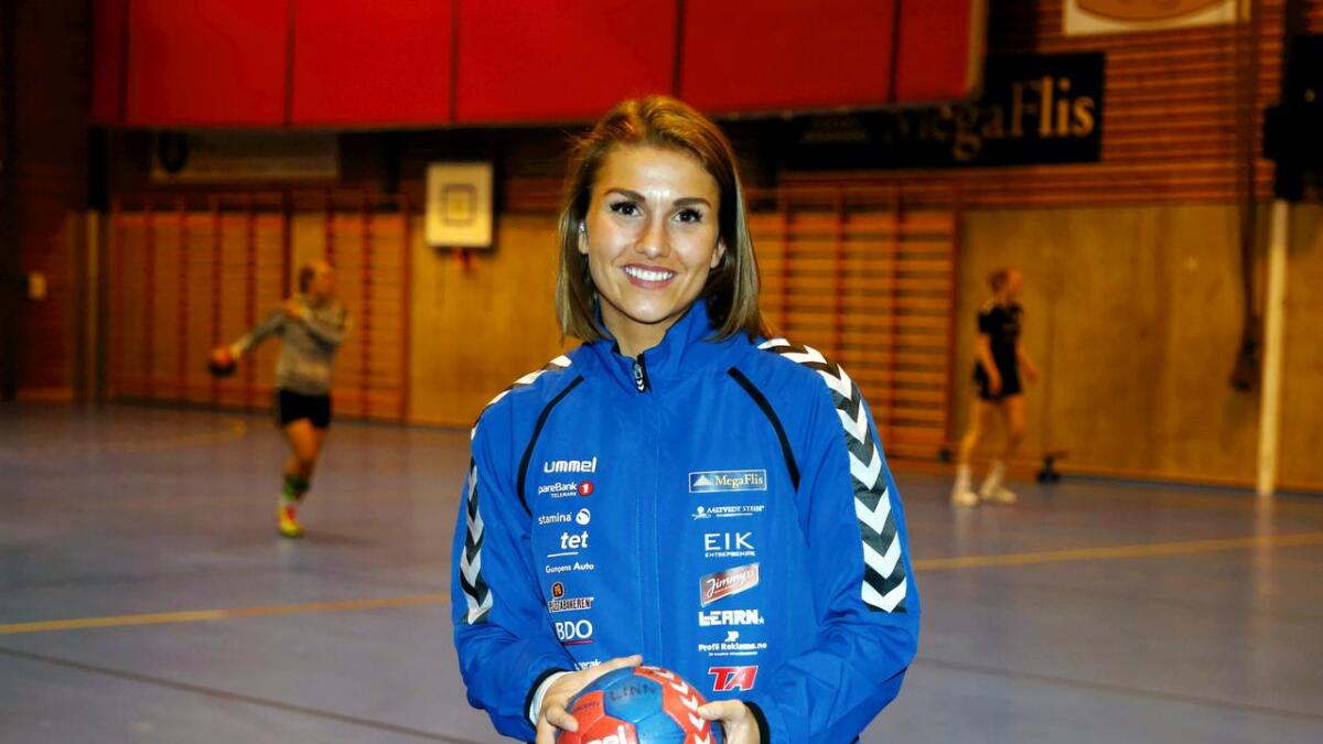 Kaja Kristensen har ambisjoner om å hjelpe Pors til å gjøre det bra i årets første divisjon for moderklubben Pors. Hun gleder seg til å spille for blåtrøyene igjen.