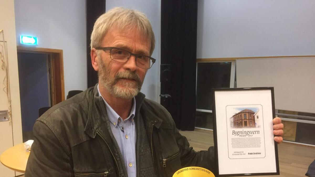 Dag Wirak ble fredag hedret med diplom, plakett og 5000 kroner. Det er Adressa og Byselskapet som sammen deler ut Bygningsvernprisen.
