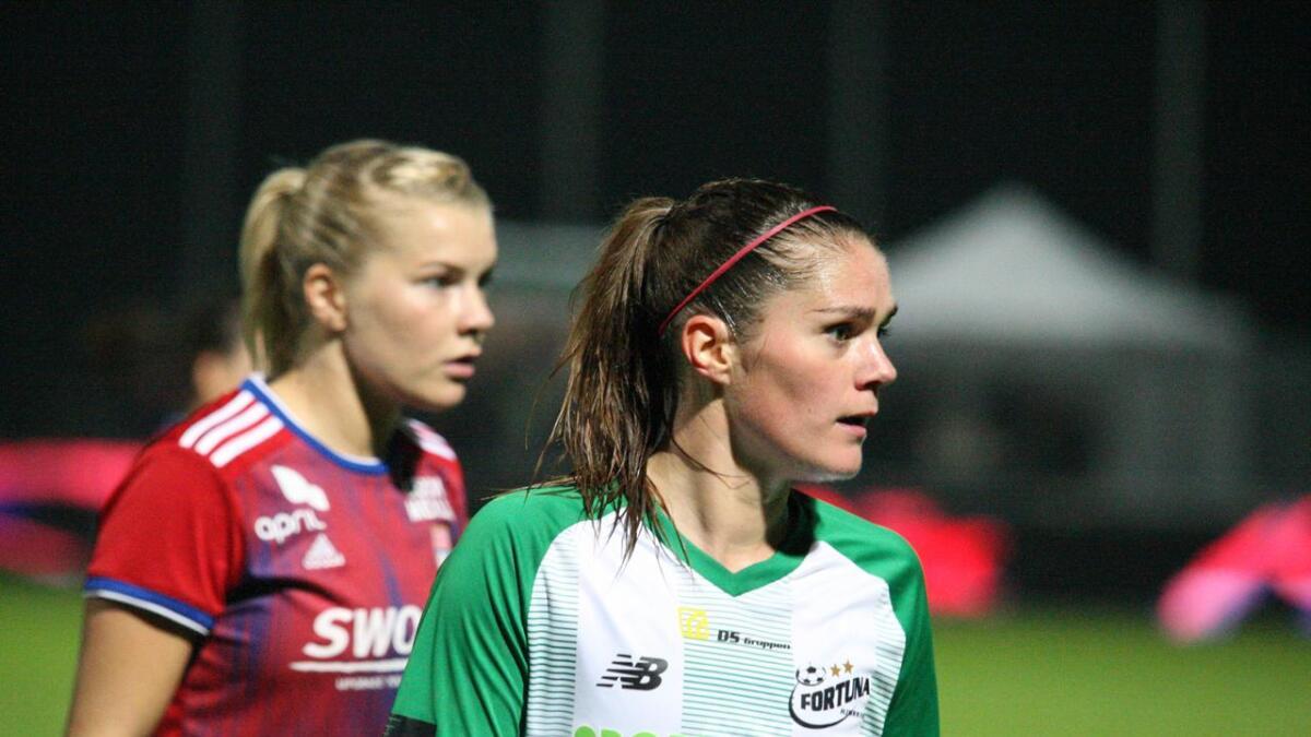Laila Himle og Ada Hegerberg i aksjon under champions league-kampen i Danmark onsdag kveld.