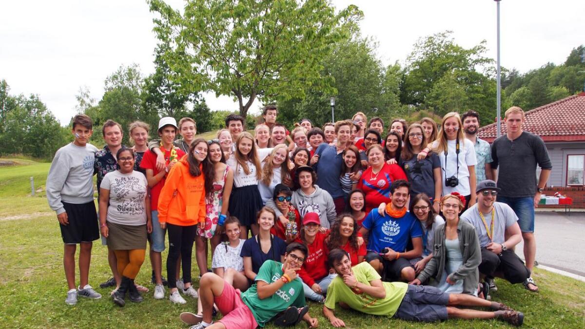 Totalt 48 ungdommer fra hele verden deltar på CISVs (Children International summer Village) sommerleir på Rønholt skole i Bamble. Her knytter de vennskap over landegrensene.