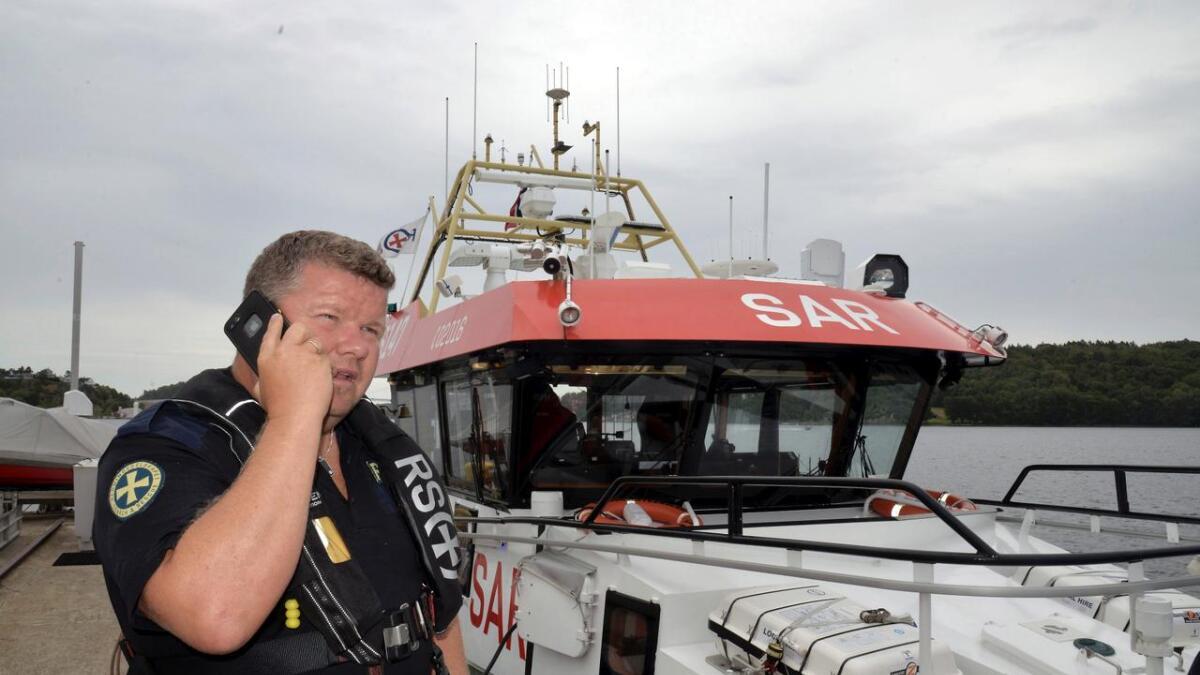 Skipsfører Tommy Gjerland ved redningsskøyta RS 147 Inge Stensland til kai i Arendal i 2018.