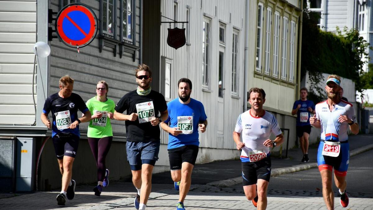 Grimstad maraton gikk fra Byhaven, bort til Groos, tilbake mot byen via Tønnevoldsgate. Deretter ned Storgaten til Byhaven igjen.