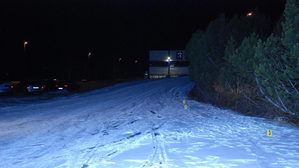 Politiet granser åsted der litauerne har parkert bilene sine, utenfor boligfeltet.