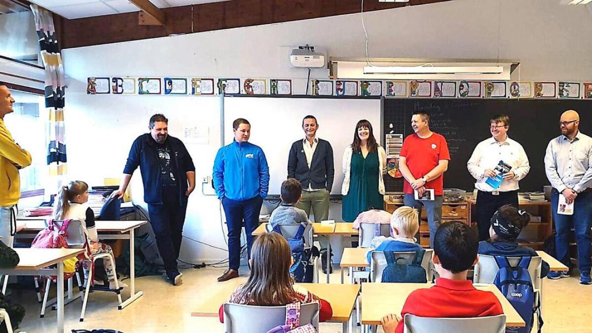 Måndag  stod kommunevalet på timeplanen til elevane ved Stanghelle skule. Listetoppane som besøkte skulen var (f.v.) Kjartan Haugsnes, (SV), Erlend Hesjedal-Johannessen (H), Tom Charles Johnsen (MDG), Hege Eide Vik (Sp), Thor Andersen (Ap), Boris Groth (FrP) og Bjart-Magnus Rosvold (KrF).