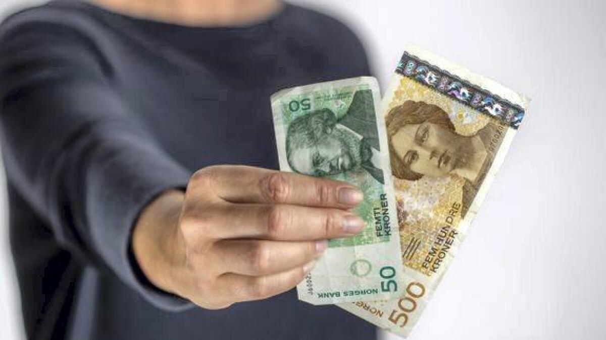 Snart blir dei gamle 50- og 500-kronersetlane ugyldige. Noregs Bank anbefalar å byte dei før 18. oktober.