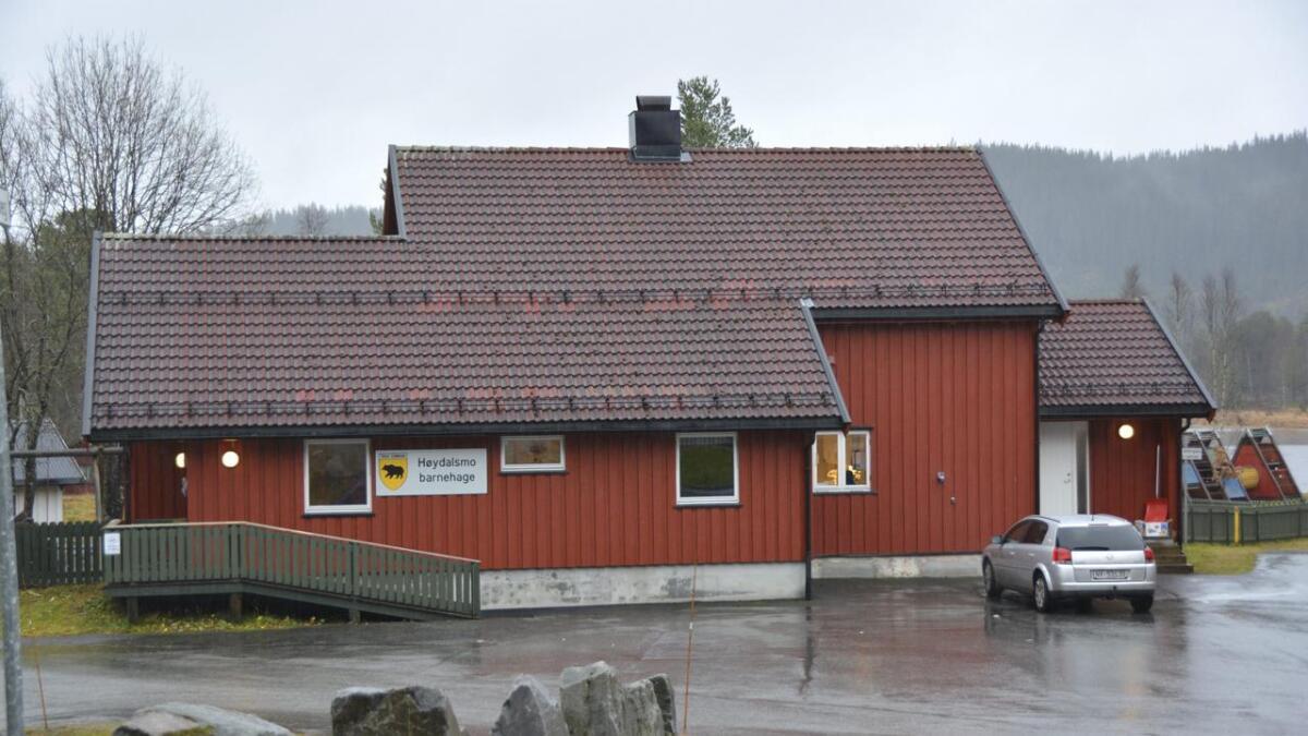Kommunen meiner barnehagebygget i Høydalsmo er lite eigna for barnehagedrift. Rådmannen tilrår å bygge ny.