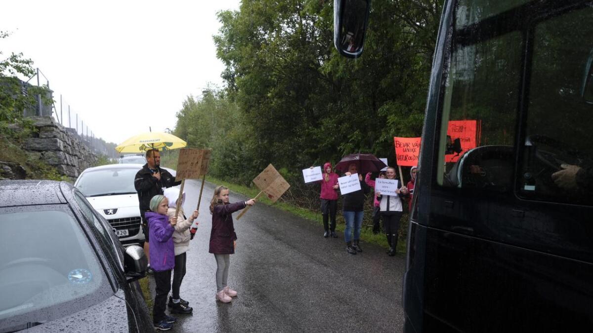 Beboere fra Skjelsvik, Brattås og Heistad hadde møtt fram.