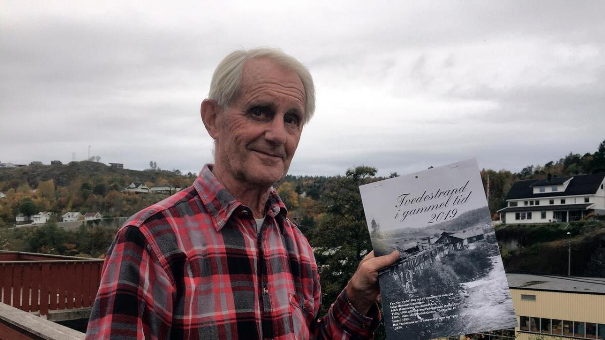 Hvert år i 40 år har Willy Nylén kommet med den fyldige kalenderen med historiske bilder. Nå har han rundet 80 år, og lar (litt) yngre krefter overta utgivelsen.