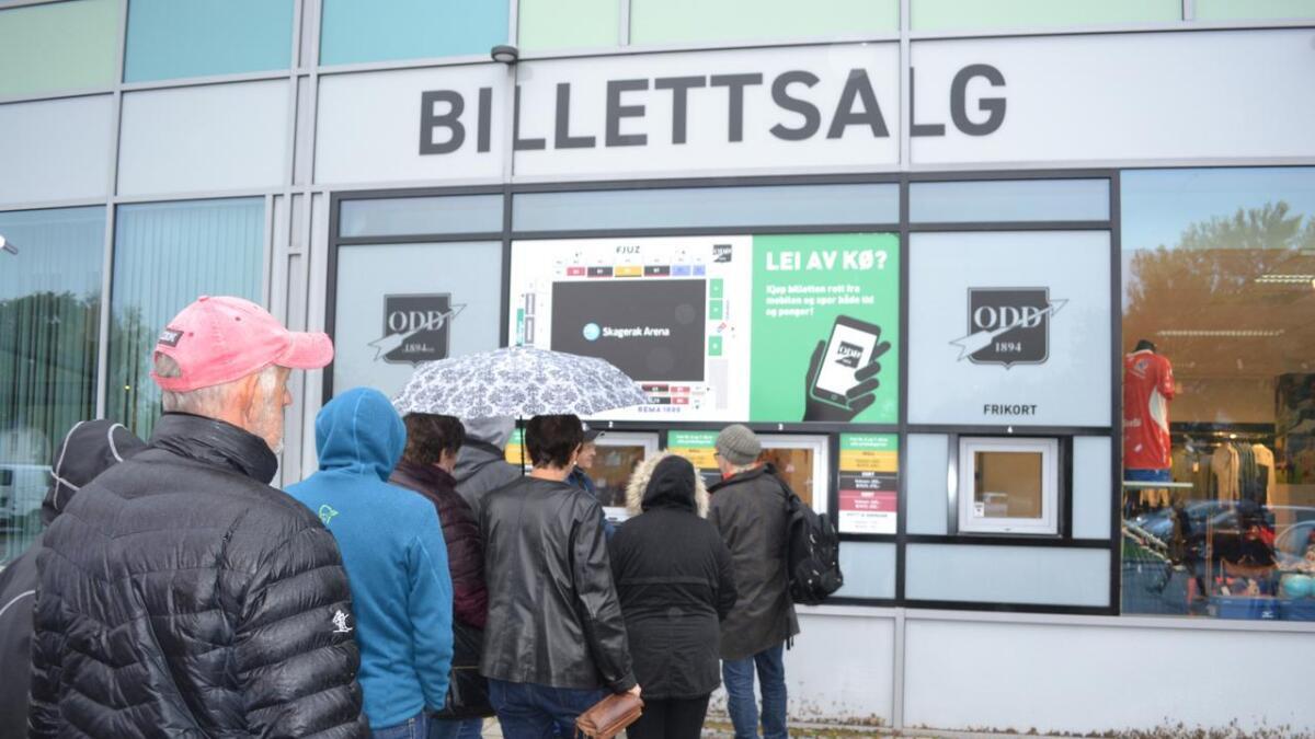 Det var tidvis kø i billettlukene på Skagerak Arena da semifinalebillettene til kampen mot Haugesund ble lagt ut onsdag formiddag.