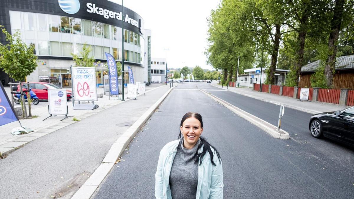 Høyres Helene Røsholt sier at det kanskje ikke er rimelig at Odd lenger betaler for sykkelstier og fartsregulerende tiltak på et område som har blitt mye mer enn hva som var planene. Det er hun ikke alene om. Andre politikere synes også at Odd har betalt nok og at Skien kommune tar over de resterende 3,6 millionene som Odd har i restgjeld.