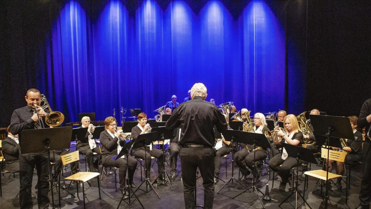 Vestsiden musikkkorps var arrangør og åpnet konserten.