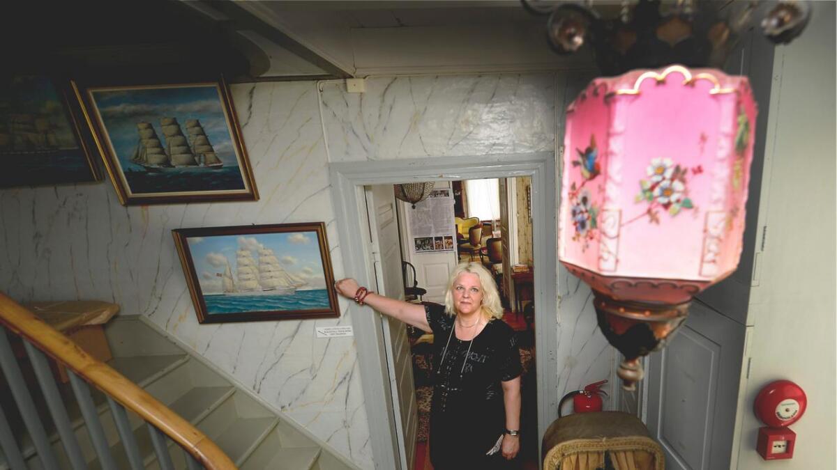 Museumsbestyrer Anne Sophie Høegh-Omdal inviterer til et hjemsøkt museum.