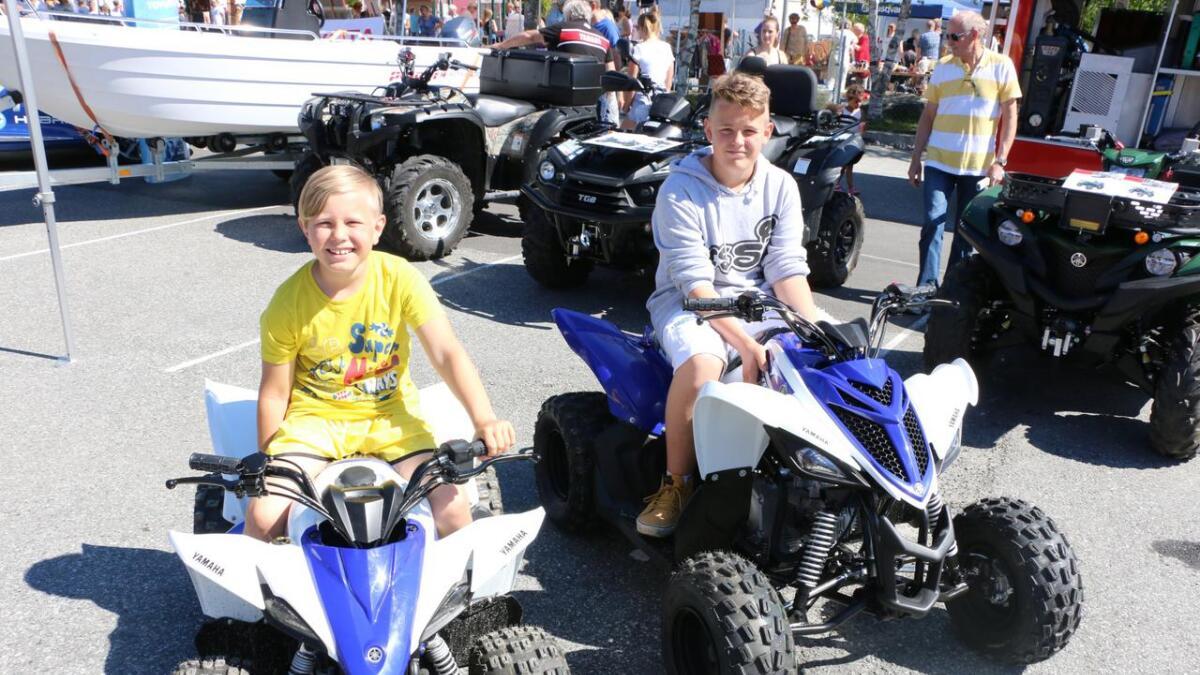 Oliver og Daniel Bergheim kunne godt tenkt seg kvar sin ATV. –Vi har ein heime. Eg hjelper til ved å køyra ved med han til dømes, fort storebror Daniel.