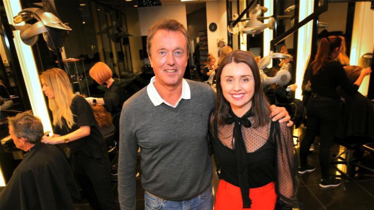 Anders Loe Lyche sammen med datteren Tara Lyche - som nå er daglig leder i Lucky Frisør.