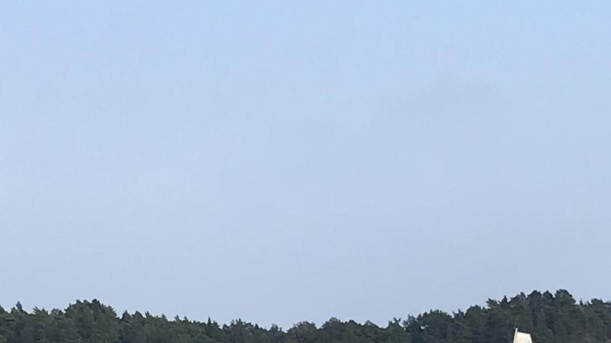 Ofte er starten i regatten avgjørende. Her er et par av seilbåten for tidlig over startlinja, og må snu.