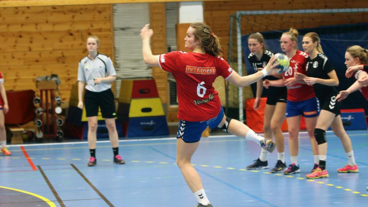 Ingeborg Almeland Tveit scora sju mål under kampen. Her under eit straffekast.