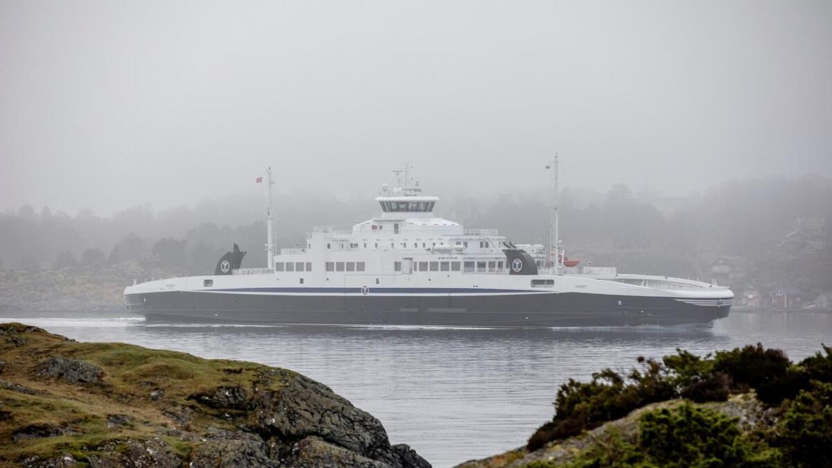Torghatten Nord døyper onsdag alle dei nye ferjene i sambandet mellom Halhjem og Sandvikvåg med tradisjonell dåp, kake og fanfare.